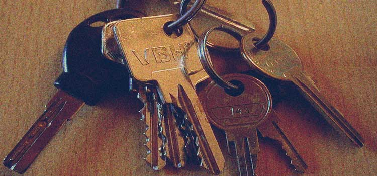 pic of keys for post about nashville rental property